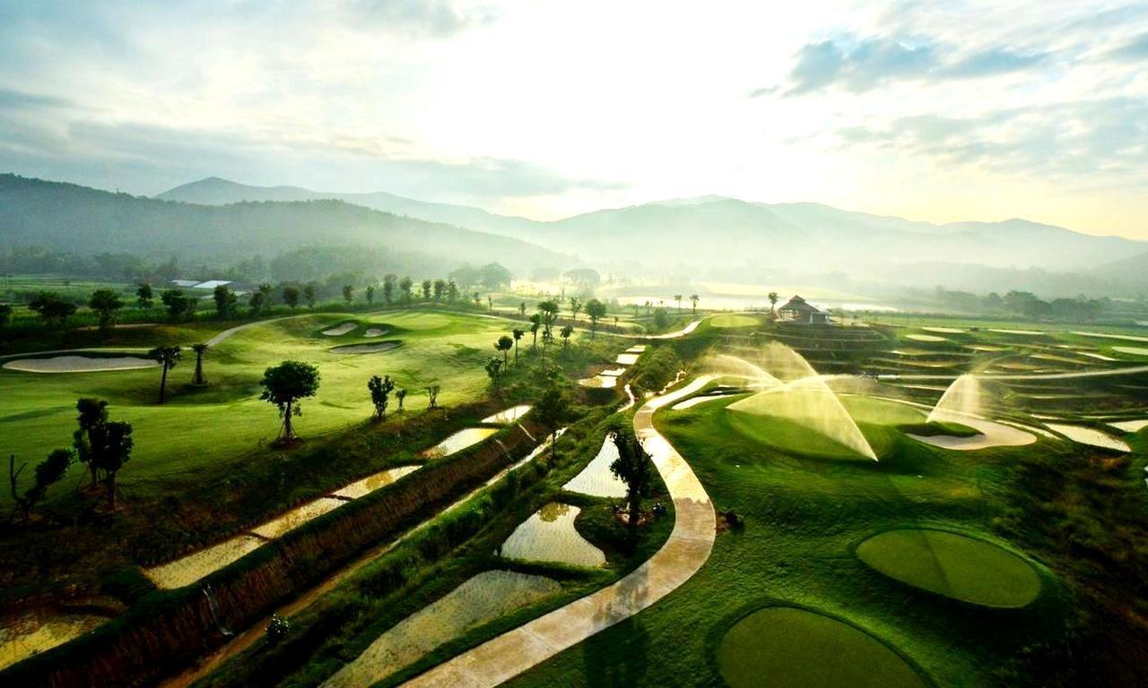 画像: 稲作の水田をペナルティエリアに取り入れたデザイン