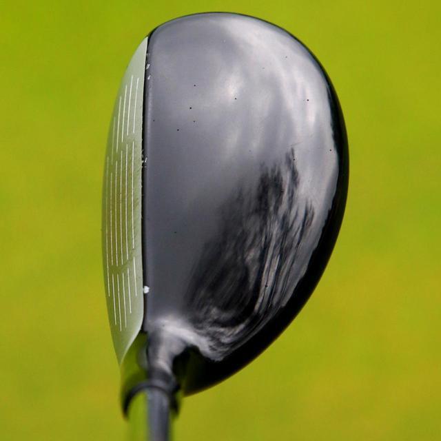 画像: ヘッドのふくらみが薄めで、ヘッドも小ぶり。アイアン的に使いやすい