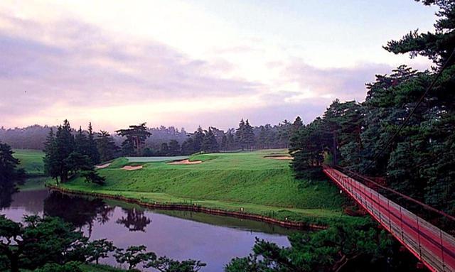 画像: 12番ホール/168㍎/パー3 距離的に難易度は高くないが、池越えに苦手意識のあるゴルファーにはプレッシャーがかかる