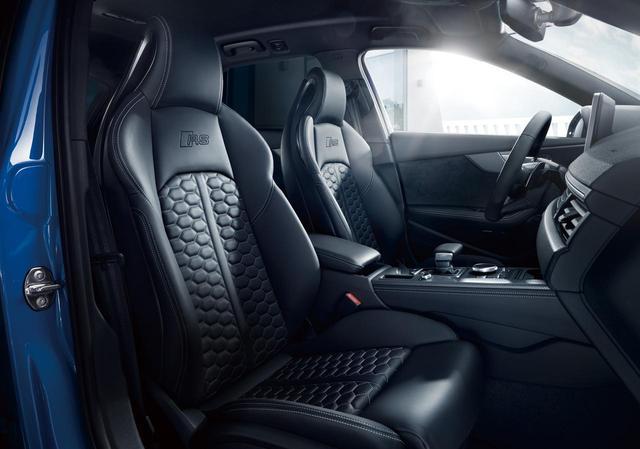 画像: シートはファインナッパレザーのスポーツ仕様。マトリクスヘッドライト、アシスタンスパッケージなどの先進安全装備も充実している