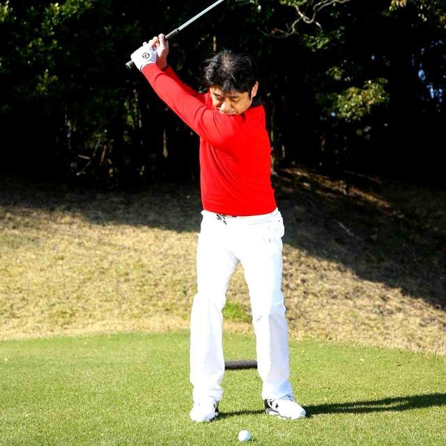 画像1: 【通勤GD】伊澤利光「イザワの法則」Vol.11 ヘッドの位置を感じられない人が多い! ゴルフダイジェストWEB