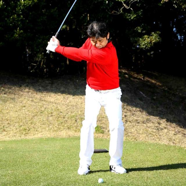画像2: 【通勤GD】伊澤利光「イザワの法則」Vol.11 ヘッドの位置を感じられない人が多い! ゴルフダイジェストWEB