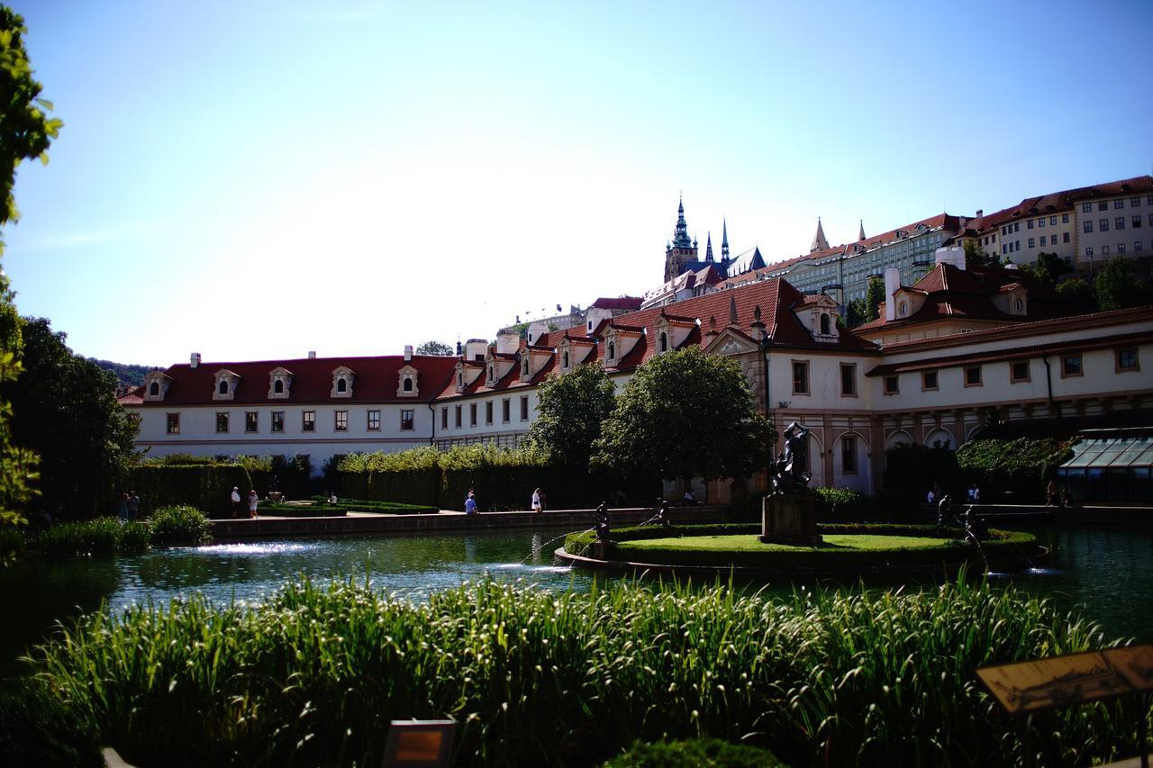 画像: プラハ城の外側にある「プラハ城下庭園(カレル庭園)」
