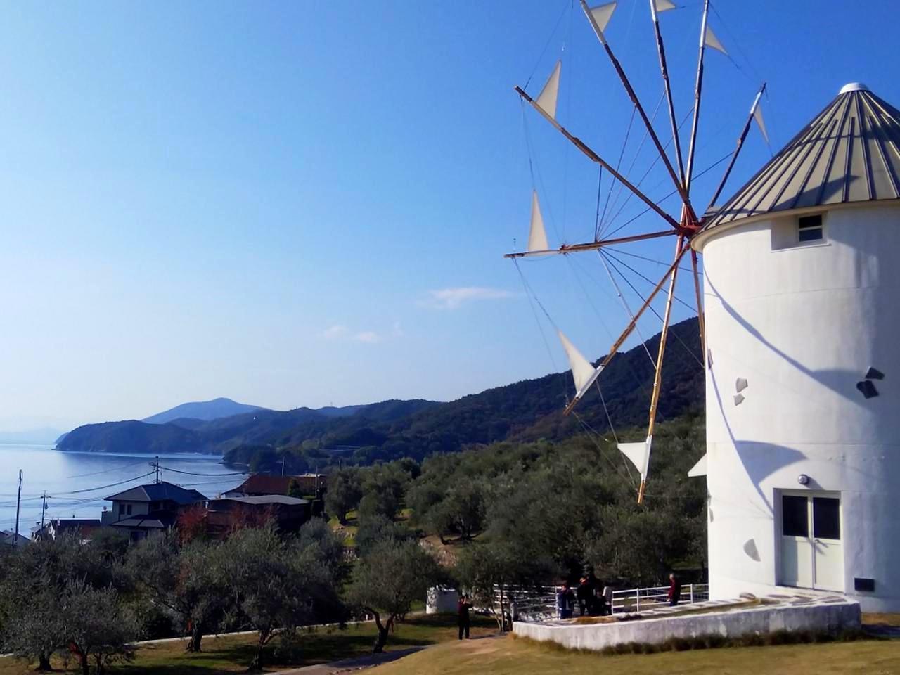 画像: エーゲ海ギリシャ領の姉妹都市「ミロス島」から贈られた風車は訪問者に人気