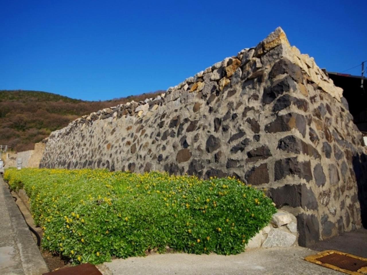 画像: 強風から家屋を守る風情のある石垣「オーテ」