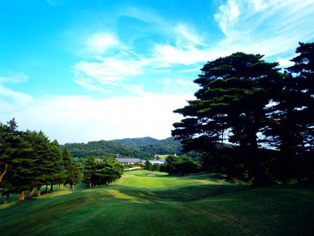 画像: 【芦屋カンツリー倶楽部】 眼下に芦屋、背後に六甲山系が連なる難コース