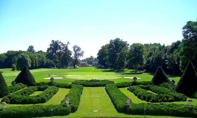 画像: 庭園と一体になった9番グリーン