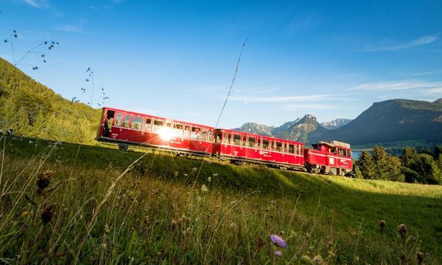 画像: シャーフベルグ登山鉄道(©SchafbergBahn & WolfgangseeSchifffahrt)