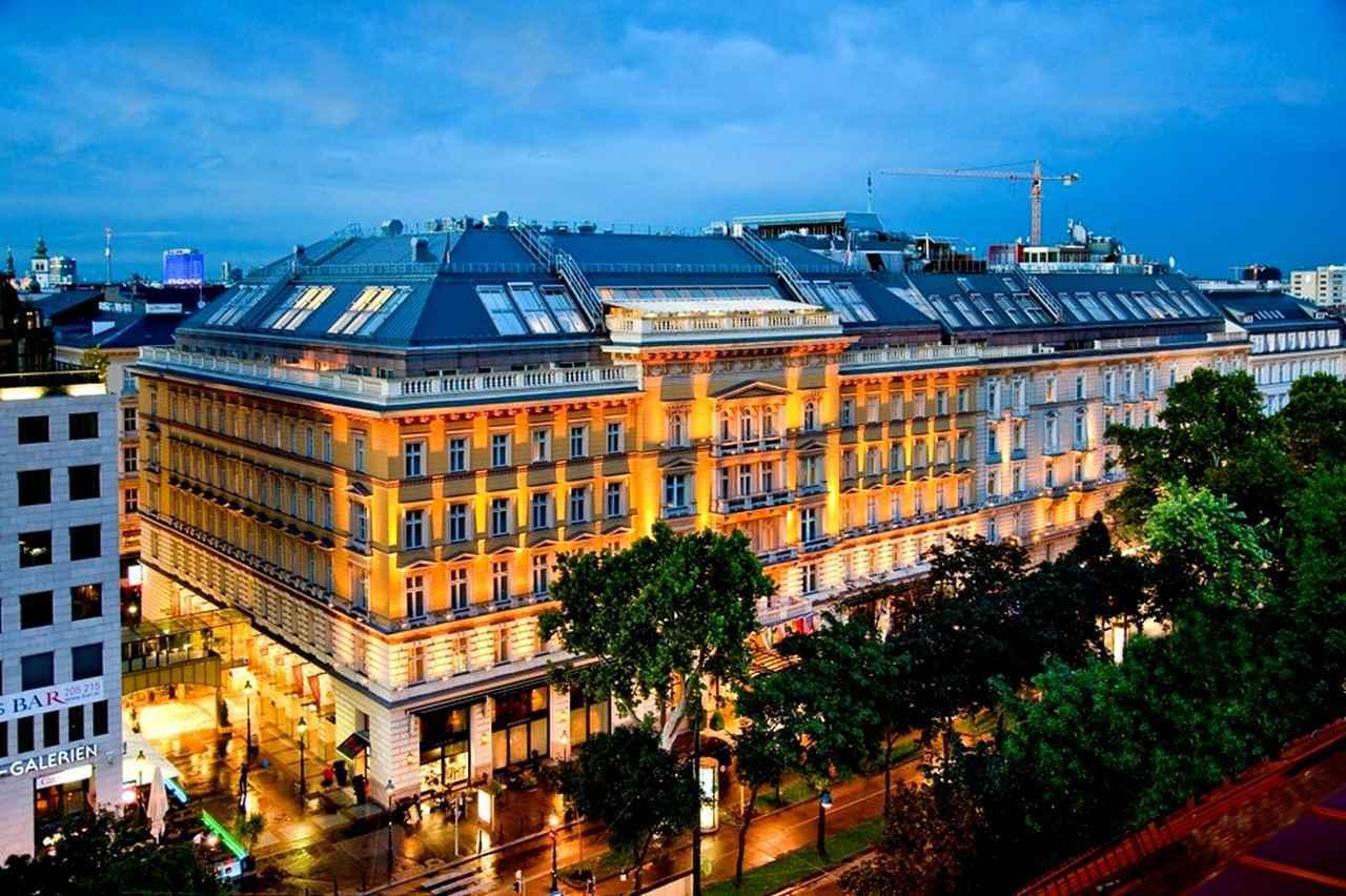 画像: ウィーンでは「グランドホテルウィーン」に宿泊。1870年開業の老舗中の老舗、19世紀の建築家カール・ティエツが設計。壮麗な外観に対して、内装と部屋は伝統を保ちながら最新装備にリニューアルされている