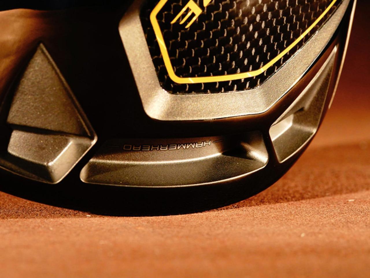 画像: ハンマーヘッドスロットと呼ばれるソール前方の溝がフェース強度をアップし、反発性能を上げる