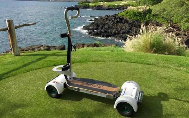 画像: 「GolfBoard」。サーフボードに乗る感覚で操作する新タイプのカートも導入