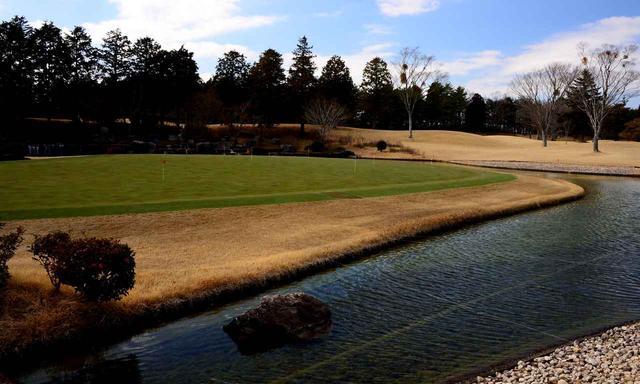 画像: 練習グリーンはAグリーン、Bグリーンの2面。池に囲まれた風情がある