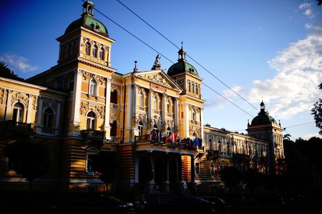 画像: 「ホテル ノヴェー・ラーズニェ」は英国王エドワード7世も滞在したスパホテルの老舗。