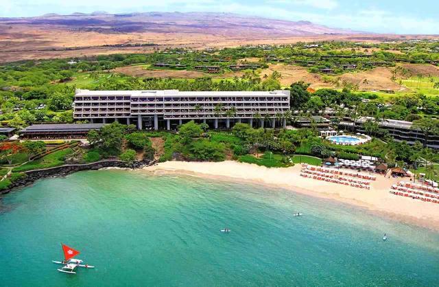 画像: 白い砂浜「マウナケアビーチホテル」