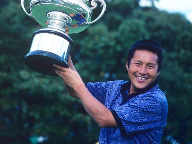 画像: プロ野球選手からプロゴルファーへと転身して以来、国内外通算113勝、国内賞金王12回。パワーと技で日本ゴルフ界をけん引してきたジャンボ尾崎