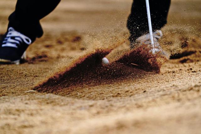 画像: 「打ってみましたが、砂もボールも前に飛びません」