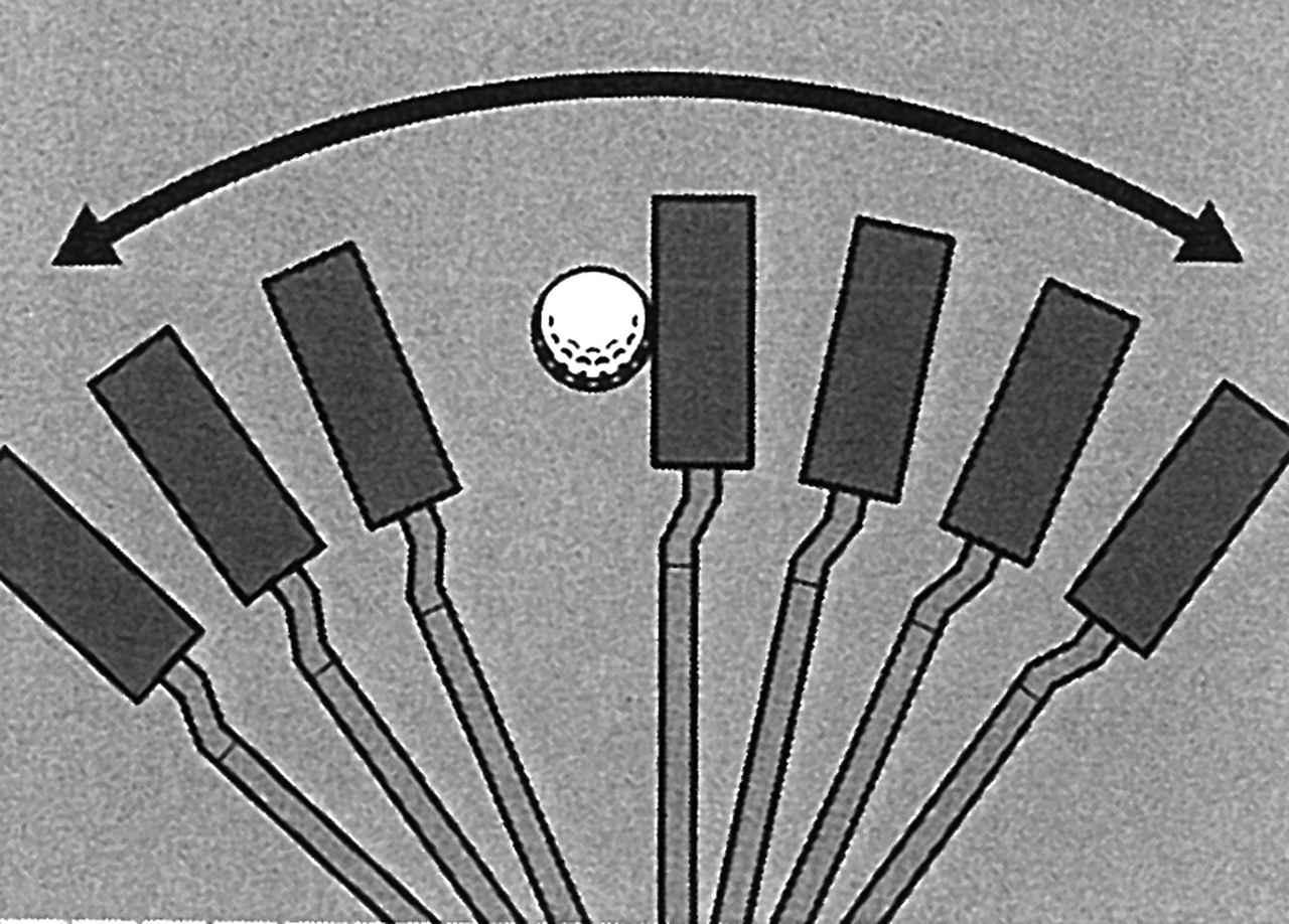 画像: 長いクラブを手で動かそうとすると、フェースの開閉が大きくなる。意識して真っすぐヘッドを動かすことが、中尺パターを使うコツ