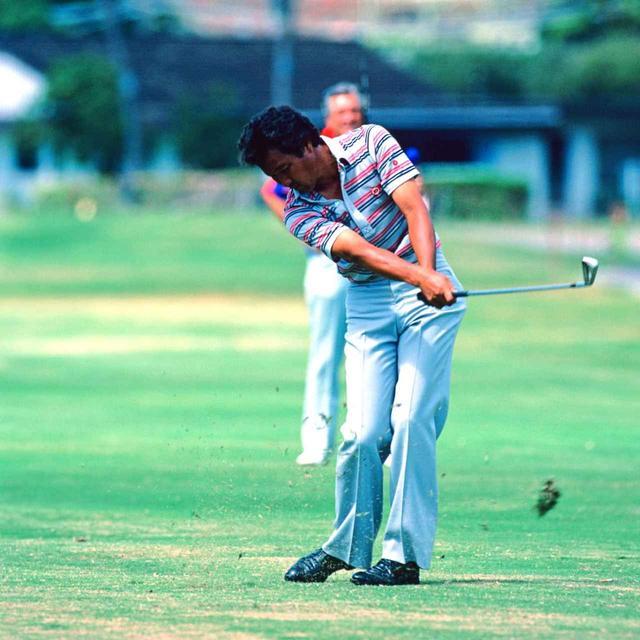 画像: 優勝した1983年のハワイアンオープン最終日のアイアンショット