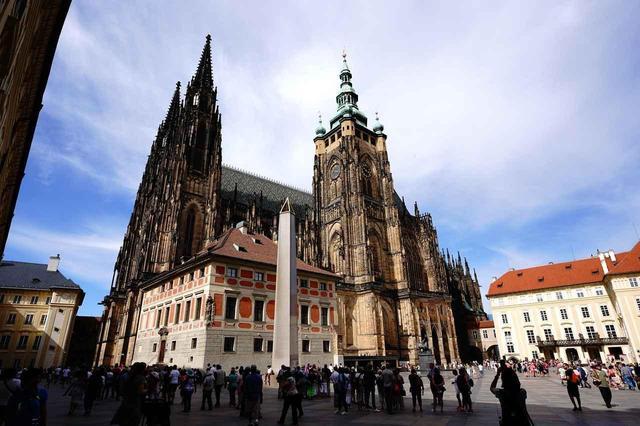 画像: プラハ城。ボヘミア国王、ローマ皇帝の居城であり、今はチェコ共和国の大統領府がある(Ph Takanori Miki)