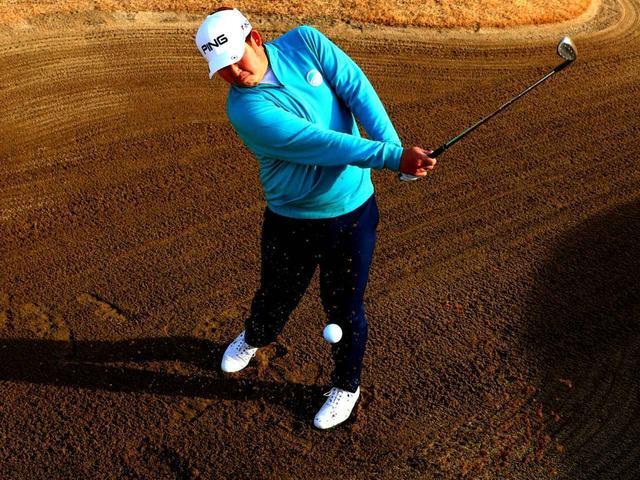画像: 【バンカーショット】ピンが近い時は「スタンス開かず、フェースだけ開く」ふわっと上がってトントンピタのコツ。大槻智春プロがレッスン - ゴルフへ行こうWEB by ゴルフダイジェスト