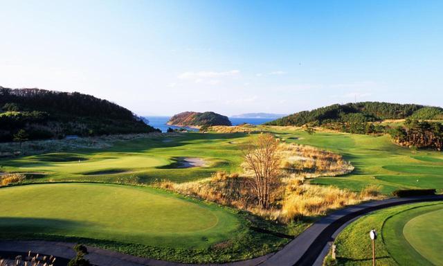 画像: 【青森・名コース】「夏泊ゴルフリンクス」 うねるフェアウェイ、海風、ポットバンカー 本場リンクスを体験。夏泊2日間 2プレー - ゴルフへ行こうWEB by ゴルフダイジェスト