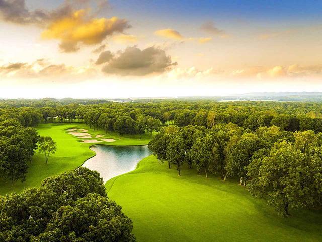 画像: 見渡すかぎりの大自然「北海道クラシックゴルフクラブ」。5番ホール(525Y・P5)