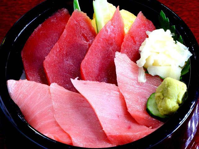 画像: 鉄火丼は特選本マグロ(1800+税)一番の人気メニュー
