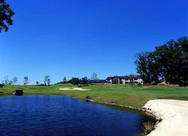 画像: 6434Y /Par72。18 番からは瀬戸内海や高松市内を一望できる。プロトーナメントも開催