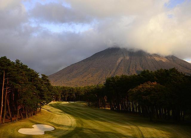 画像: 7167Y/Par72。名匠・上田治の代表作のひとつで、中国地方を代表するコースでもある。中国地方最高峰の「大山」の雄姿はまさに圧巻。今年7月には「日韓親善ゴルフチーム対抗戦」が開催されることが決定している