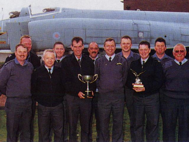 画像: 「RAF」は英国空軍のこと。ゴルフ好き兵士たちが結成した倶楽部。訓練を終えてコースに直行する人もいるそう