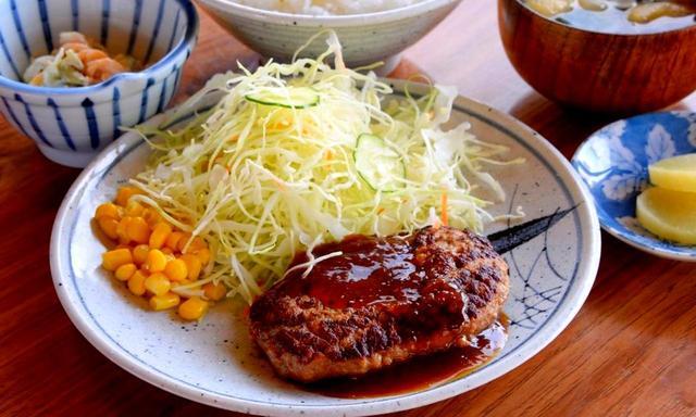 画像: ハンバーグランチ。ショートコースとは思えないしっかりとした食事も魅力