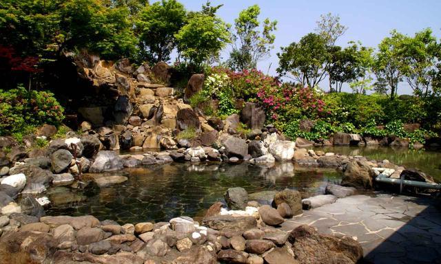 画像: ゴルフコースにある露天風呂