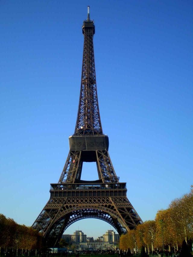 画像: パリのシンボル「エッフェル塔」