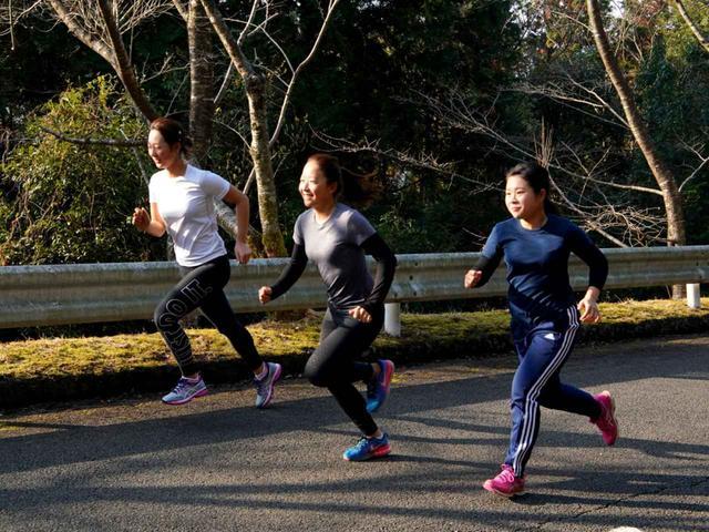 画像: 「これが一番きついです」と松田。100m×10本の坂道ダッシュで瞬発力をアップさせる