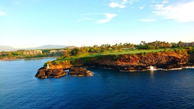 画像: 16番ホールを海から望む。フェアウェイと断崖のコントラストが見事
