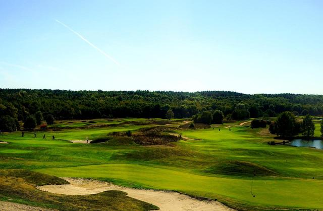 画像: 「ゴルフ ドゥ カズン」 1991年開場のリンクススタイルの18ホール。8つの池が絡む