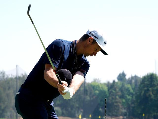 画像: 両腕の間にボールを挟んで打つ、ローズの練習風景(写真は2018年)
