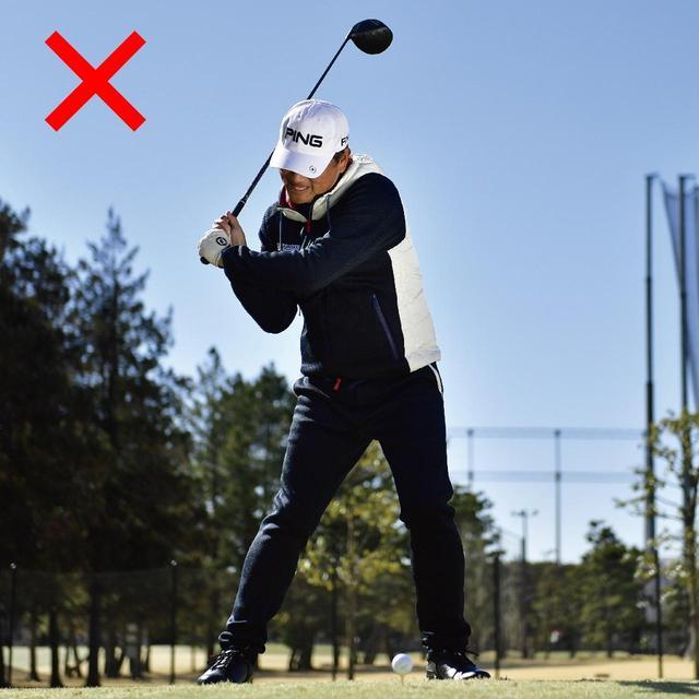 画像: 腕をしならせようとする意識が手打ちを招き、大型ヘッドが使いこなせなくなる