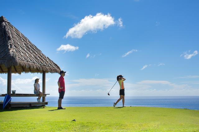 画像: 太平洋を望みながらの絶景プレー