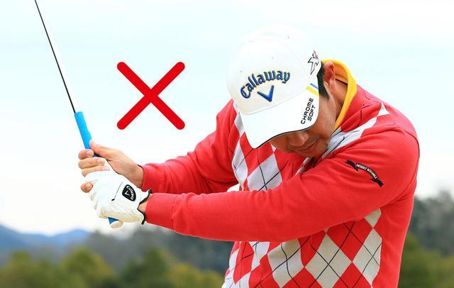 画像: トップからダウンスウィング ウンスウィングになるにかけて左が縮んでしまうと、左手親指と手首の角度をキープできず、アーリーリリースになってしまう