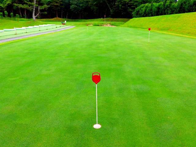 画像: 「東名カントリークラブ」はグリーンの芝種に「007」を採用。数年かけたワングリーン化も昨年完了した
