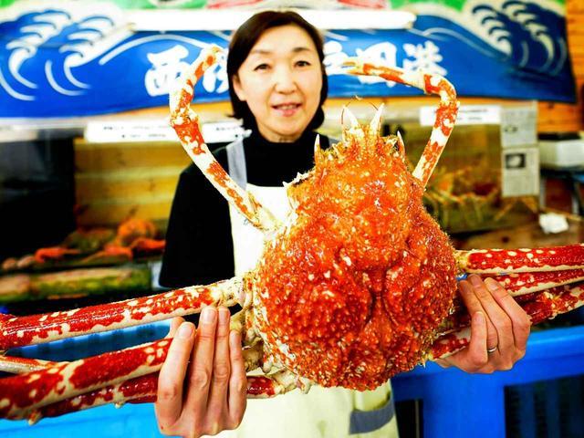 画像: 駿河湾名物「高足ガニ」。深海に生息する世界最大の甲殻類。トロール船による底引き網漁で漁獲される