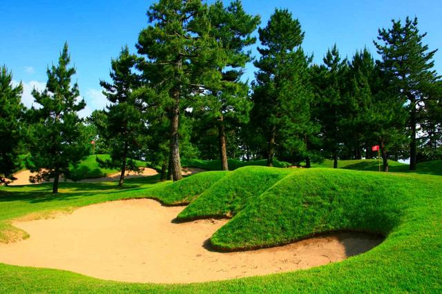 画像: 片山津ゴルフ場 白山6番ホールのガードバンカー
