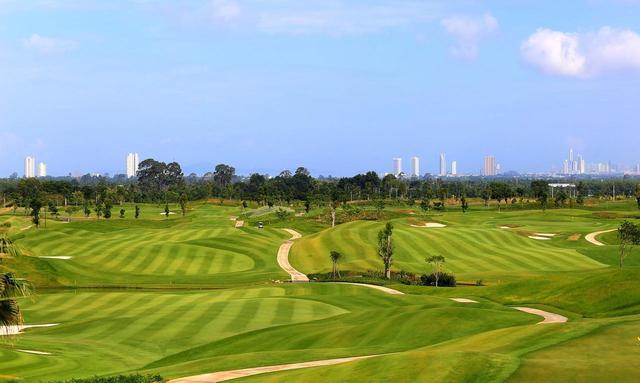 画像: 最も新しいパタヤのゴルフ場、チーチャンゴルフリゾート