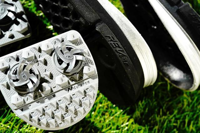 画像: 耐久性と安定性に優れたソール。ニューバランスならではの履き心地