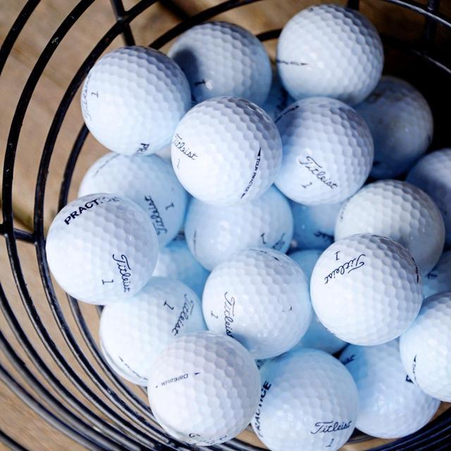 画像: ドライビングレンジのボールはタイトリストのボールに統一