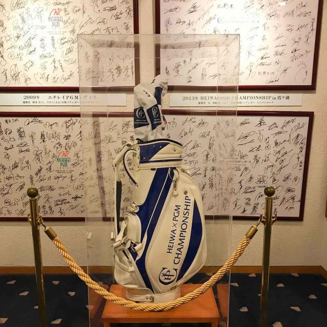 画像: クラブハウス内には、過去の開催トーナメントのギャラリーも