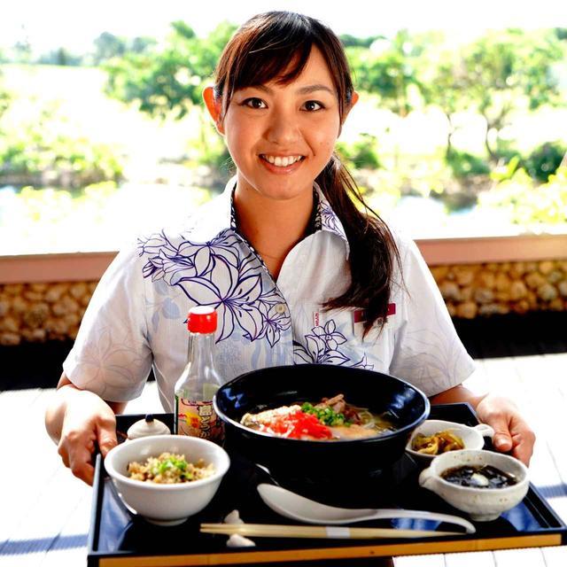 画像: ザ シギラのレストラン「南風(ぱいかじ)屋台村」。プレー後に!