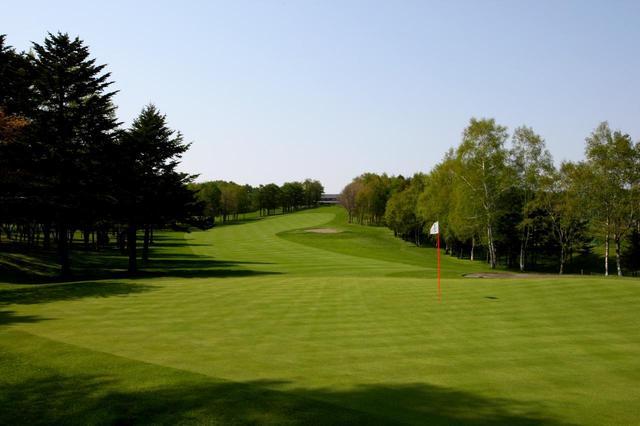 画像: 伊澤プロが「どうしても傾斜が読み切れない」と話した札幌ゴルフ倶楽部輪厚コース(Vol.17)。ANAオープン開催コース。(1番・411Y・P4)