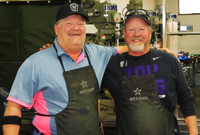 画像: 左)マイク、右)ジョン